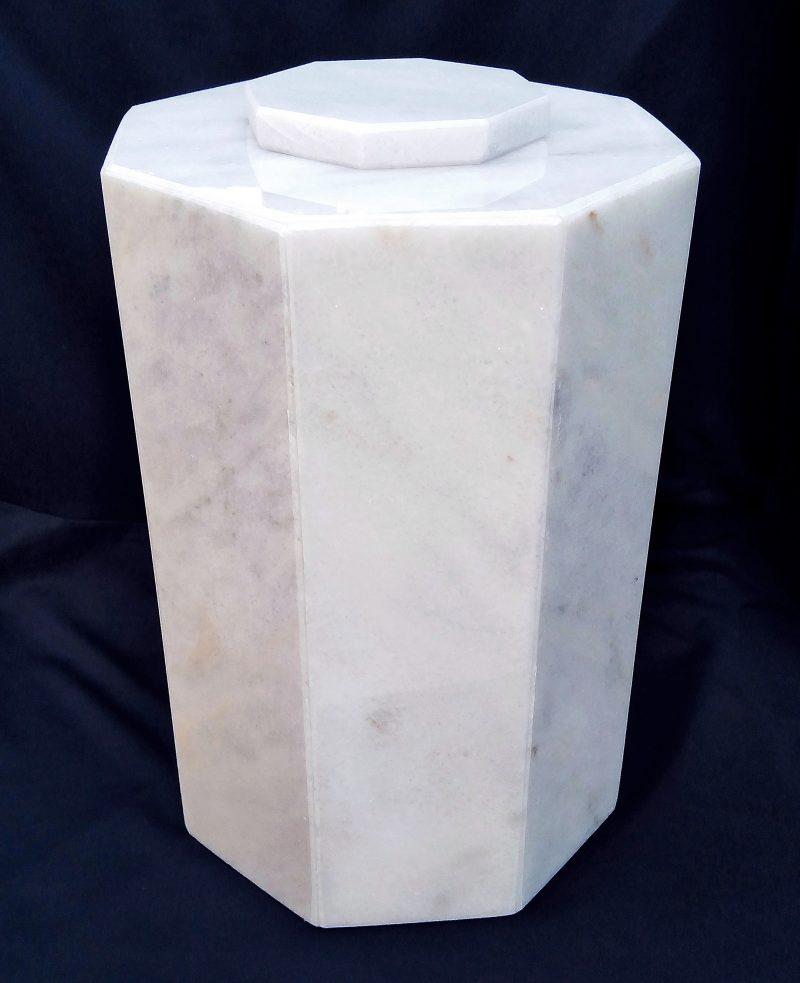 Мраморна урна за кремация Осмограм